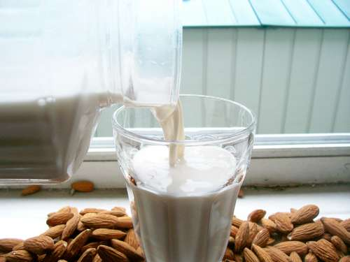Homemade almond milk: you know what's in it, there are no thickeners or preservatives and there's no container to throw out!